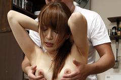 乳首弄りで身を捩じらせ感じる永沢まお